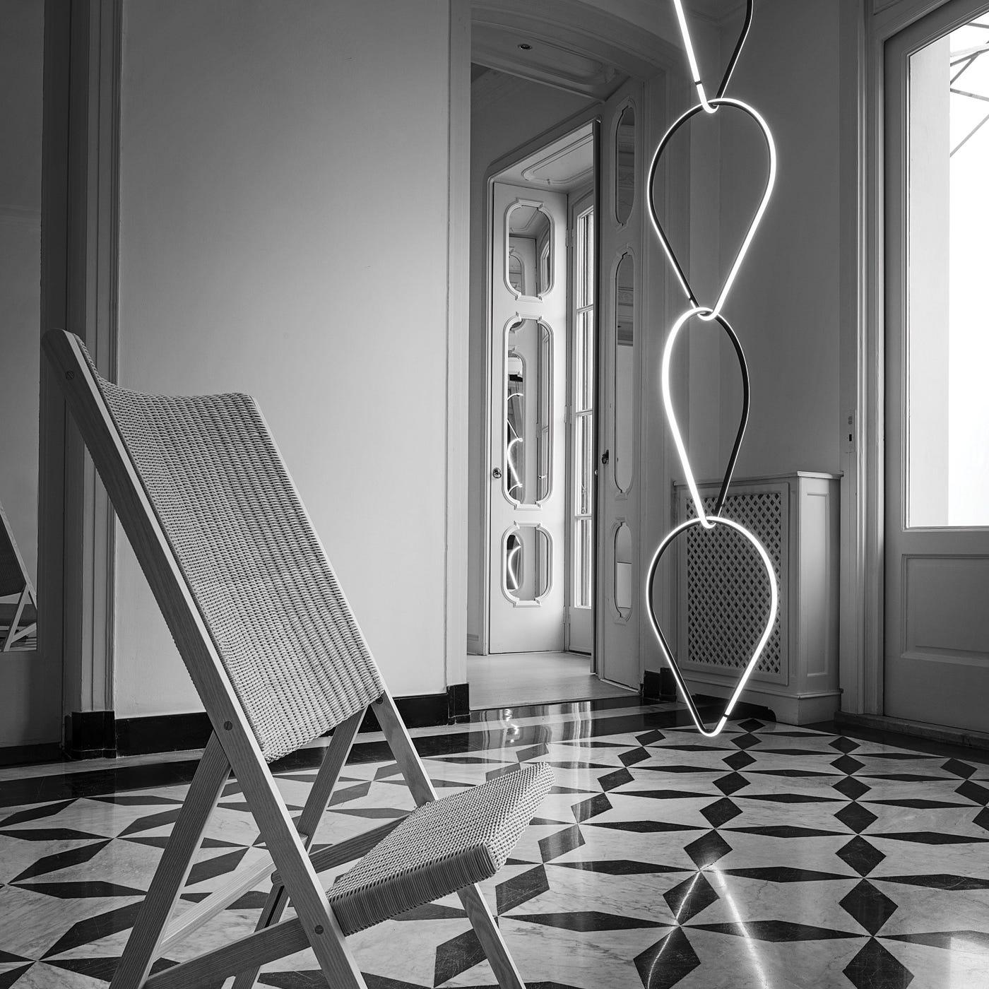 Arrangements teardrop composition ©Imagery by Santi Caleca