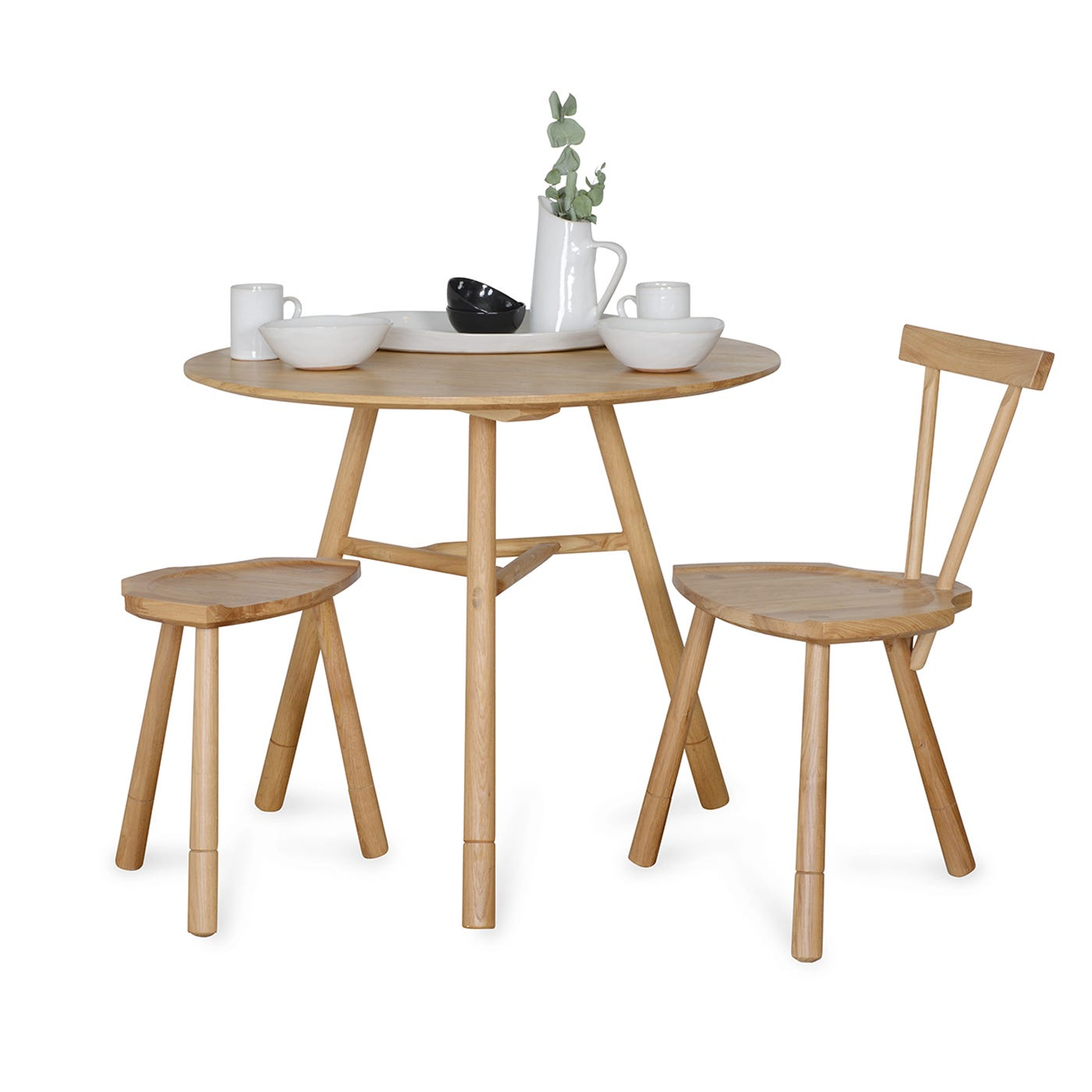 Heal 39 s whitstable 3 4 seater circular dining table for Table 6 seater