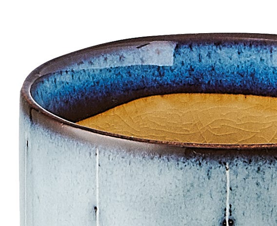 The beautiful textures and colours within the Dakara range is acheived with a crackle glaze effect