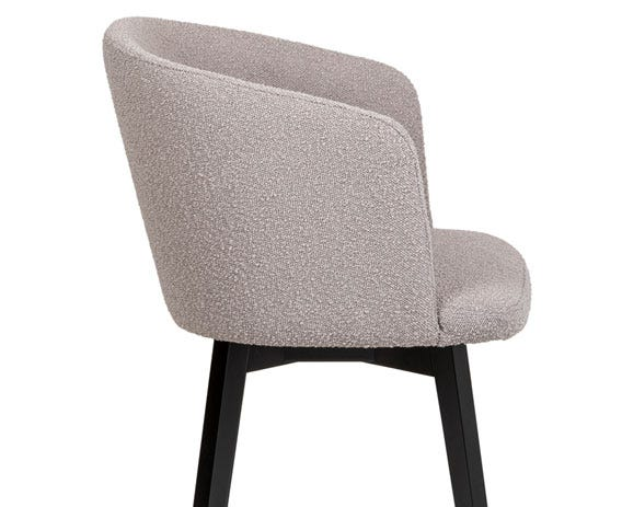 The curved backrest adapts perfectly to the body making for a comfortable sit.