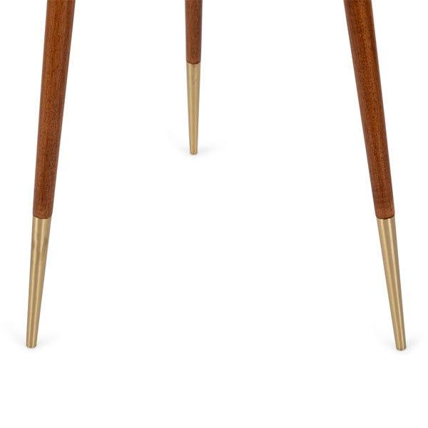 Brass tipped feet provide an elegant finish.