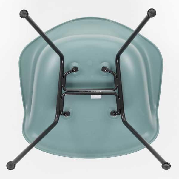 Four-legged tubular steel base creates a sturdy base to the chair.