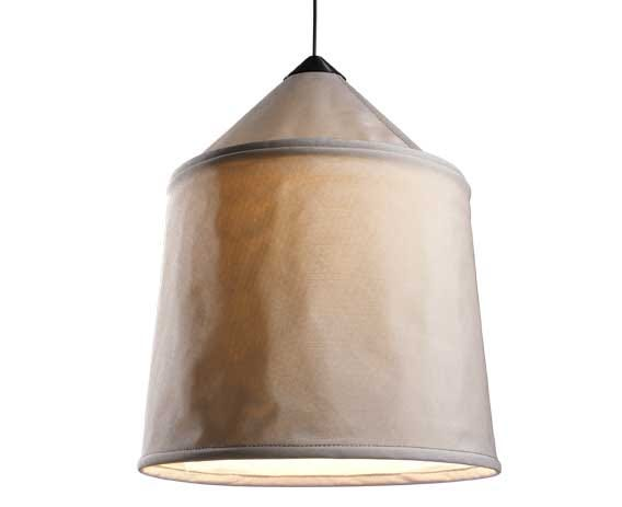 The textilene shade is available in three sizes and four different colors, with a blank interior to optimize the quality of the downward light.