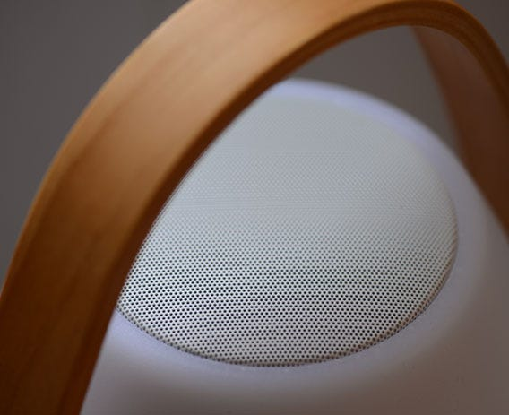 The integrated speaker provides 360 degrees of exceptional sound.