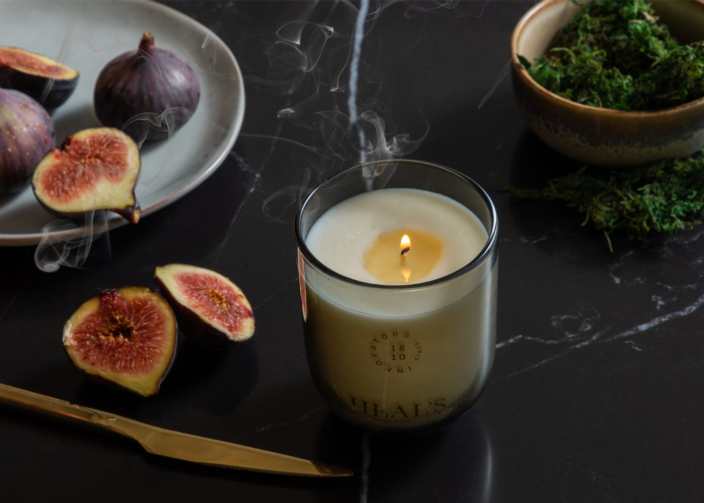 uplifting notes of citrus and fig leaf that enliven an earthy base of moss and musk