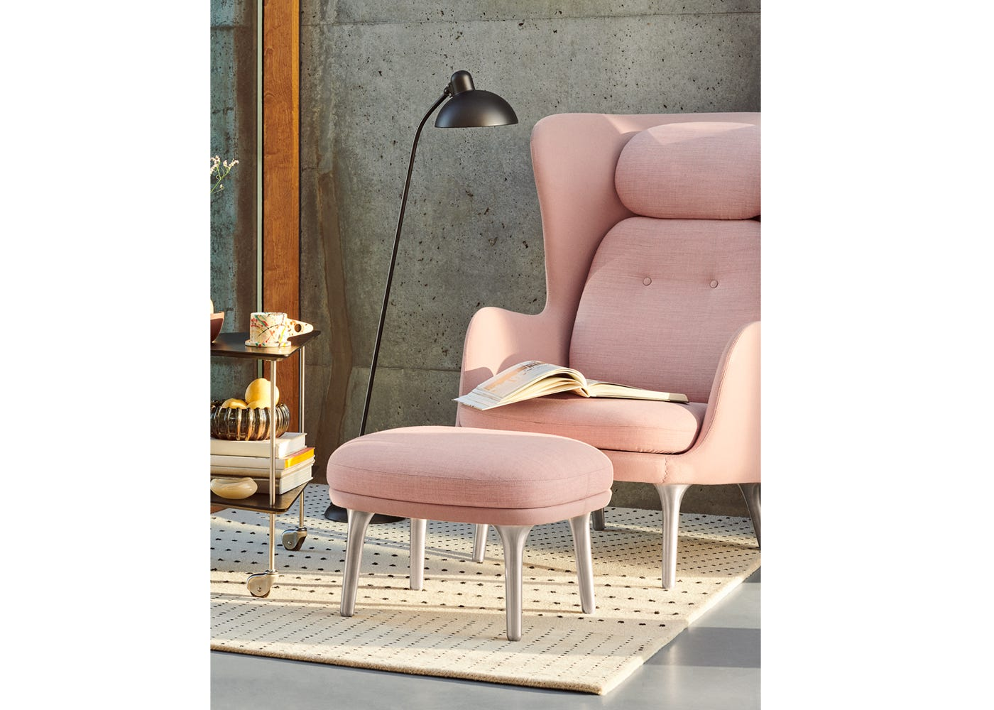 Ro Easy Chair in Light Beige/Light Red (from afar creates a Light Pink colour)