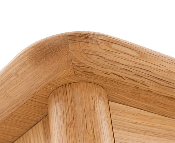 The fluid curved corners on the top of the chest are characteristically Teramo and simply beautiful.