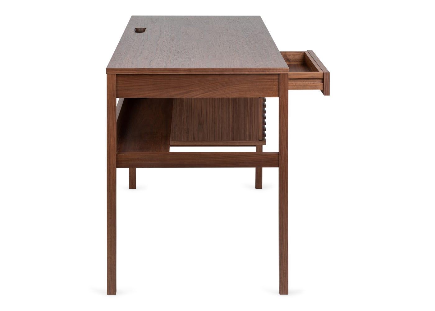 Verona desk in walnut - Side profile.