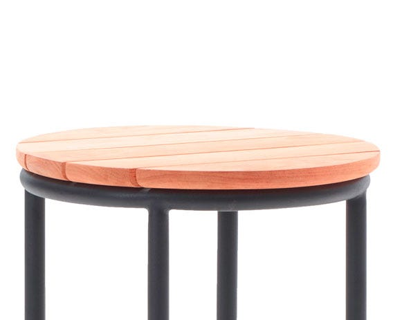 The Wicked side table consists of a thick top made of solid teak slats contrasted against thin aluminium legs.